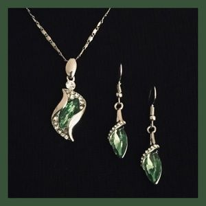 Jewelry - Emerald Green Crystal Necklace Set